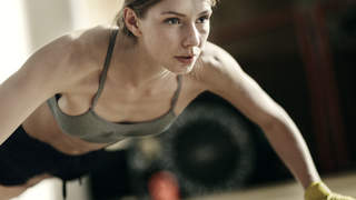 woman-push-up-gym