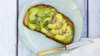 avocado-toast-low-cholestrol
