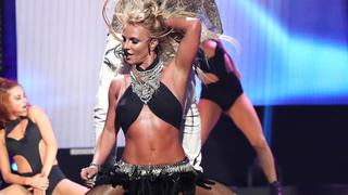 britney-spears-abs-dancing