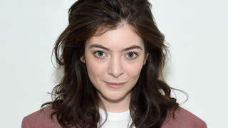 lorde-suit-singer