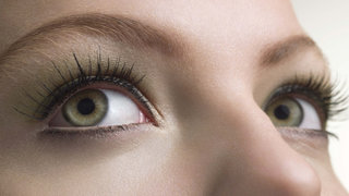 lasiks-eye-green-eyelashes
