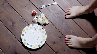 five-second-rule-cake-floor-accident-food