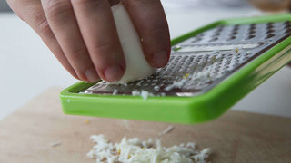 grating-egg-grater