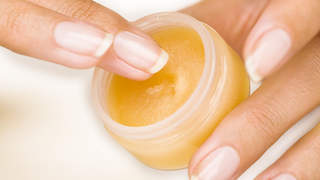 moisturizing-lip-scrub-video