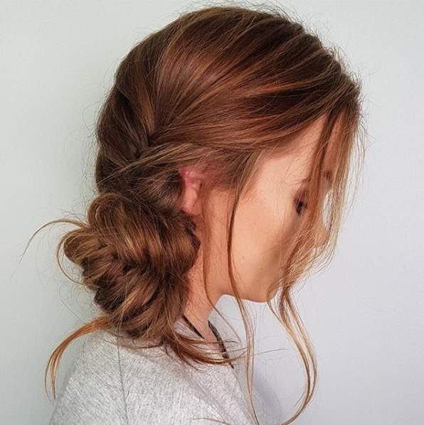 Messy bun ideas to get an updo like meghan markles signature style if you want to give markles messy bun a try yourself weve rounded up some of our favorite inspo photos below as well as the top must have products to solutioingenieria Gallery